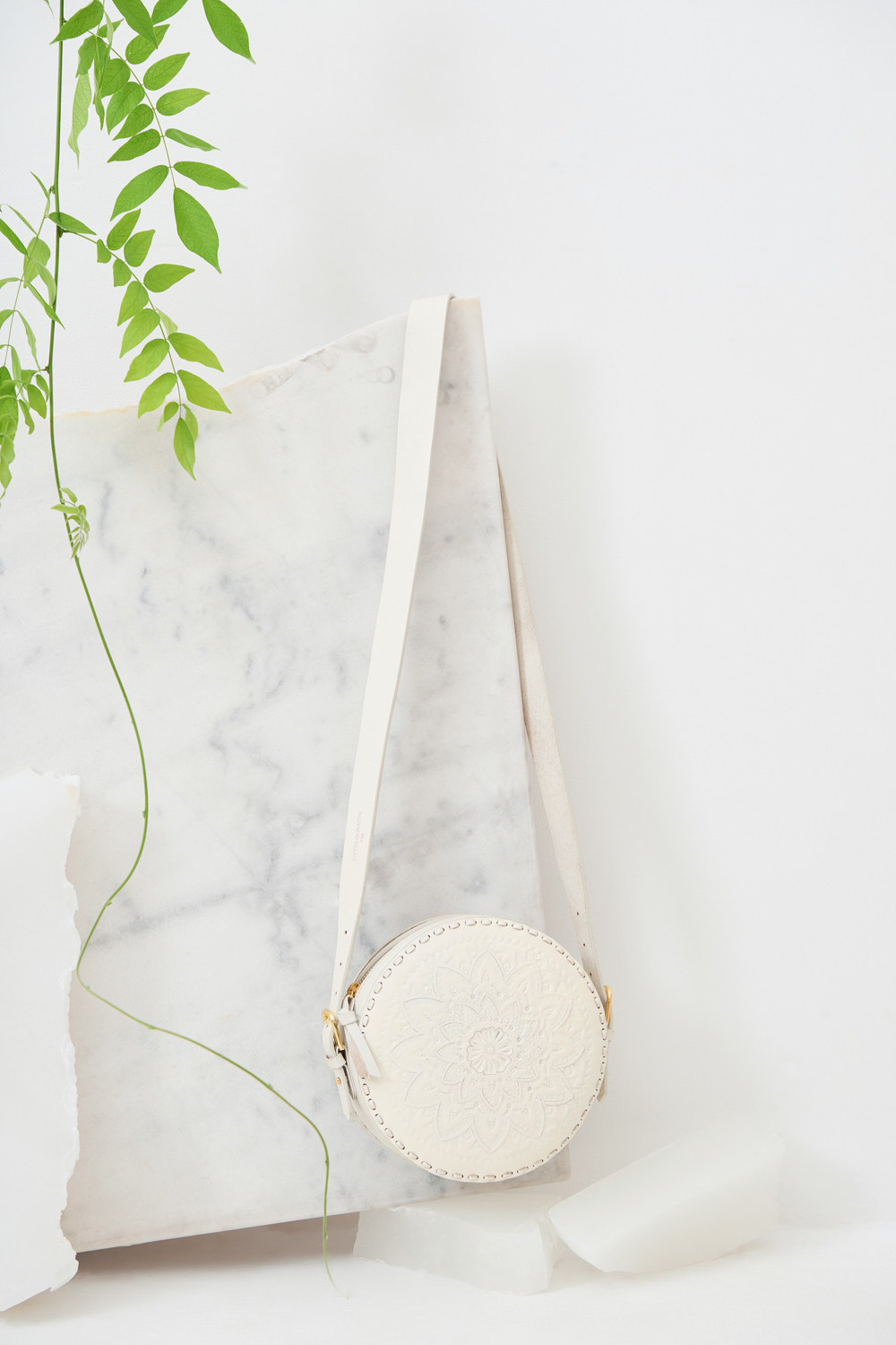 Sac rond cuir Ligo - Blanc - Antik Batik (photo)