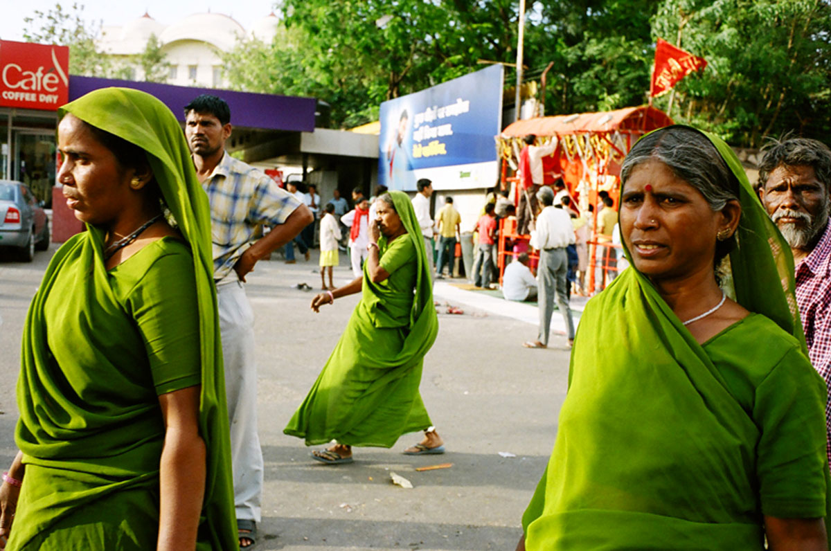 Jaïpur - femmes - saris - couleurs - Antik Batik