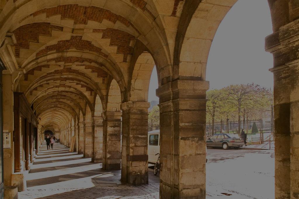 Paris - place des Vosges - Antik Batik